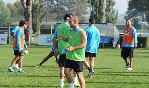 Lesione grave per Forlan. Si ferma anche Cou, ma Sneijder c'è