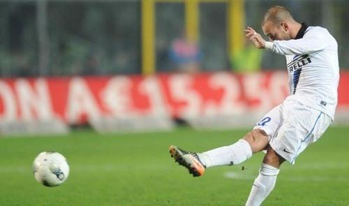Sneijder crea, Chivu disfa