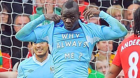 VIDEO: Balotelli show nel derby di Manchester, una doppietta e un messaggio sotto la maglia...