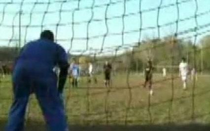 VIDEO - Cosa non si fa per un goal!
