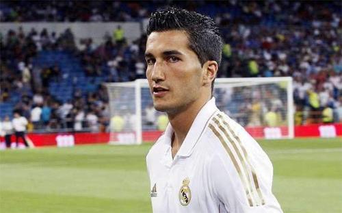 Maicon vuole solo il Real Madrid, l'Inter chiede in cambio Sahin. Intanto Debuchy...