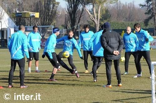 Milan-Inter, 23 convocati: tornano Chivu, Sneijder e Forlan. Ancora out Stankovic