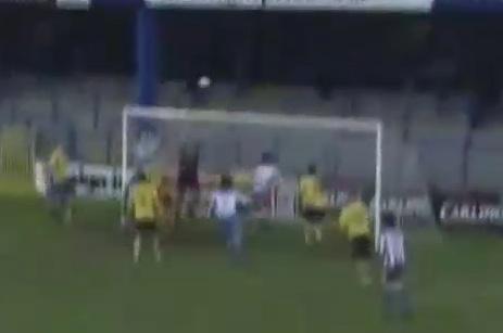 VIDEO - Due gol di seguito dalla bandierina del corner, in Irlanda Owens realizza l'impresa