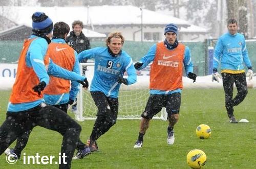 Appiano: Faraoni e Forlan in gruppo, Alvarez a parte. Terapie per Sneijder