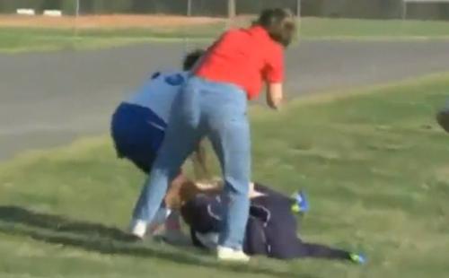 VIDEO - Il calcio non è uno sport per signorine... ecco la conferma