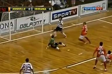 VIDEO - Ecco il liscio più incredibile della storia del calcio a 5...