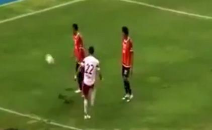VIDEO - Vuole imitare Neymar ma fa una figuraccia