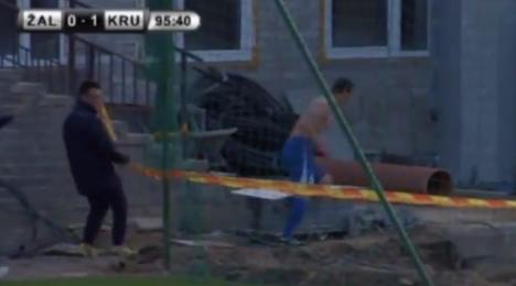 VIDEO - Segna un gol nei minuti di recupero ed esce dallo stadio per festeggiare