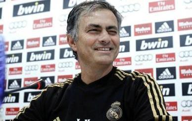 VIDEO - Mourinho show nell'ultima conferenza stagionale: loda i giocatori e canta come un ultras