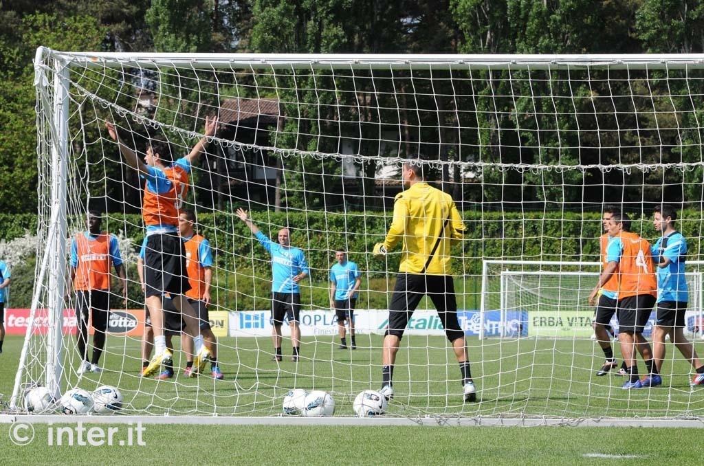 Appiano: seduta specifica per Alvarez, Poli e Sneijder. Differenziato per Stankovic