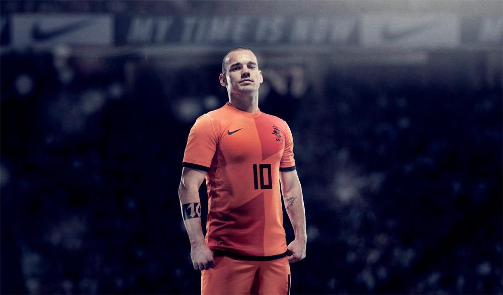 VIDEO - Sneijder si prepara all'esordio con un gol sensazionale in allenamento