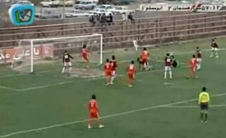 VIDEO - Ecco l'azione più rocambolesca della storia del calcio: sei occasioni da gol in 10