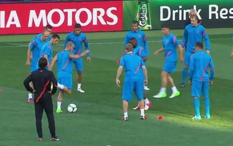 VIDEO - Magia di Sneijder durante il torello... e scatta l'ovazione dei compagni