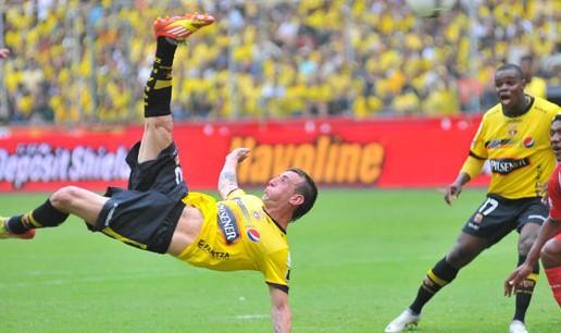 VIDEO - Damian Diaz, una rovesciata incredibile che può valere il campionato: guardate che gol!!!