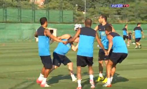 VIDEO - A scuola dal Barça: Messi e compagni si inventano un nuovo modo di palleggiare