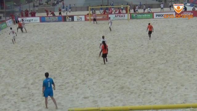 VIDEO - Magie da beach soccer: palleggio e gol sensazionale in rovesciata