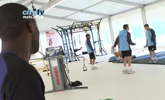 VIDEO - Nel ritiro del Manchester City si balla come Michael Jackson