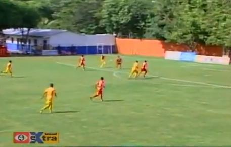 VIDEO - Un gol incredibile! Tutto al volo da una porta all'altra: tre passaggi e volèe sotto l'incrocio