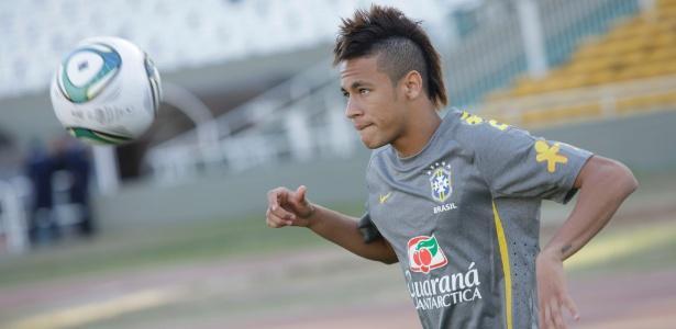 VIDEO - Neymar gioca a fare il fenomeno e irride un compagno in allenamento