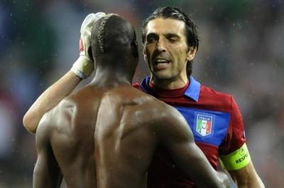 Nervi tesi in casa Azzurri: lite furibonda tra Buffon e Balotelli... e vola anche qualche schiaffo...