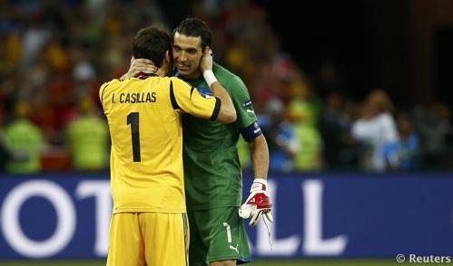 VIDEO - Fair play Casillas: chiede all'arbitro di fischiare la fine per rispetto dell'Italia