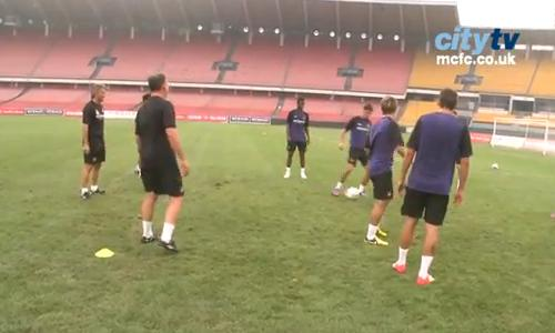 VIDEO - Manchester City: Mancini partecipa al torello in allenamento e regala una magia...