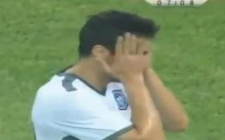 VIDEO - Sfida Drogba ma sbaglia un gol incredibile. La figuraccia di Jovancic fa il giro del web