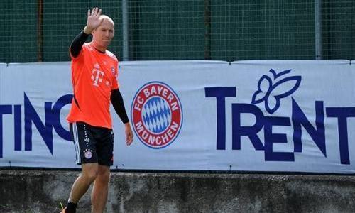 VIDEO - Robben, che gol in allenamento! Rabona volante e palla nell'angolino