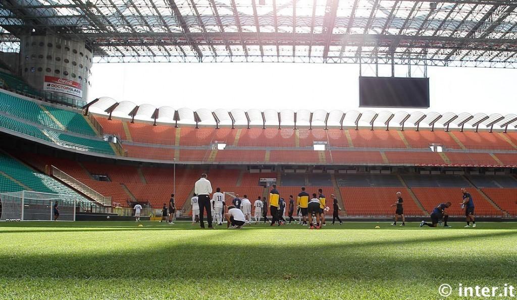 PHOTOGALLERY - In vista del match contro l'Hajduk, l'Inter testa il nuovo manto di San Siro