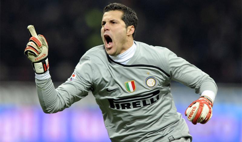 Moratti dà l'ok per la buonuscita: Julio Cesar firma un triennale con il QPR. E su <i>Twitter</i>...