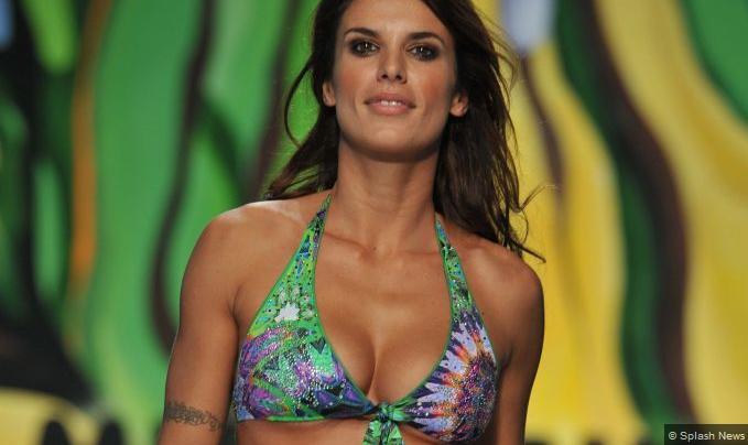 PHOTOGALLERY - Elisabetta Canalis più bella che mai per la settimana della moda...