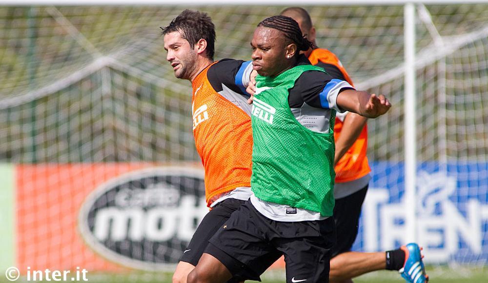 PHOTOGALLERY - Appiano: squadra subito in campo per preparare la sfida al Rubin. Chivu e Obi...