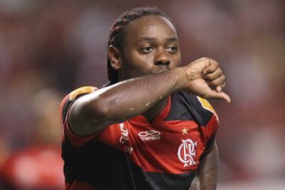 VIDEO - Vagner Love imita Eto'o, ma nel modo sbagliato. Guardate cosa combina l'attaccante brasiliano...