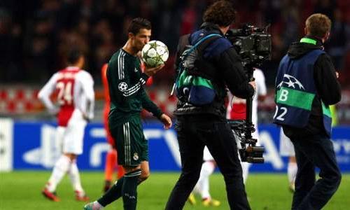 VIDEO - Poker del Real Madrid contro l'Ajax e Cristiano Ronaldo si porta a casa il pallone