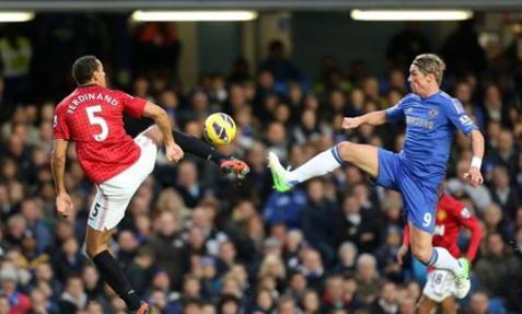 VIDEO - Polemiche anche in Premier League: il Chelsea rimonta il Manchester United, poi...