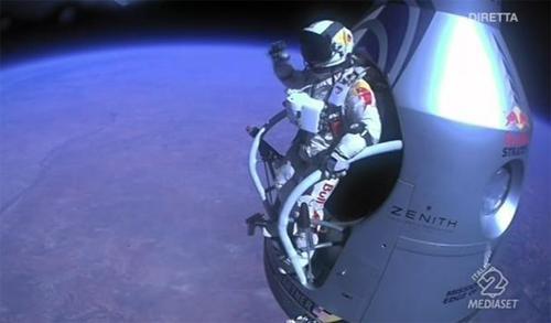 VIDEO - L'incredibile impresa di Felix Baumgartner: un volo supersonico per infrangere tre record