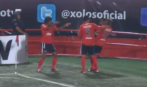 VIDEO - Festeggia il gol con la