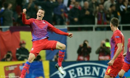 VIDEO - Stupendo gol in rovesciata di Vlad Chiriches, il difensore seguito da mezza Europa