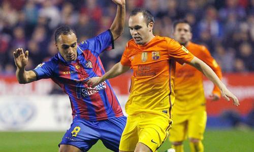 VIDEO - Iniesta show contro il Levante: 3 assist e 1 gol in quindici minuti