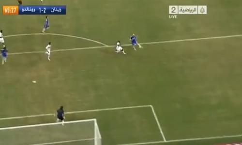 VIDEO - Zidane continua a stupire: una splendida volèe nell'amichevole contro gli amici di Ronaldo