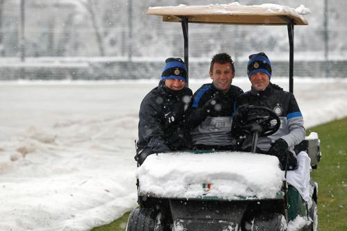 PHOTOGALLERY: verso Lazio-Inter, rifinitura sotto la neve prima della partenza per Roma