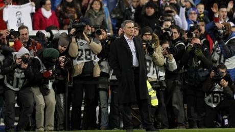 VIDEO - Mourinho show: lo Special One sfida i fischi del Bernabeu. E il pubblico...