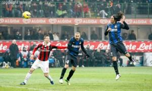 Schelotto gol derby Inter-Milan