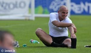 Esteban Cambiasso stretching Pinzolo