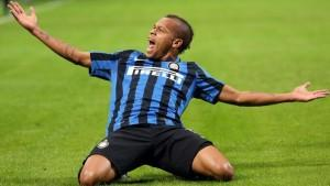 Fc Inter forward Jonathan Biabiany celebrates after scoring the lead of 1 to 0 during the Italian serie A soccer match between Fc Inter and Frosinone  at Giuseppe Meazza stadium in Milan, 22 november 2015.  ANSA / MATTEO BAZZI