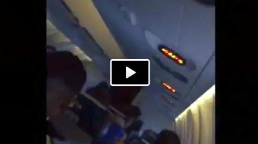 VIDEO - L'aereo del Malaga in un temporale mentre atterra: che paura per gli spagnoli!