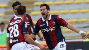 Mattia Destro of Bologna (R) celebrates after scoring during the Italian Serie A soccer match Bologna FC vs Atalanta BC at Renato Dall'Ara stadium in Bologna, Italy, 01 november 2015. ANSA/GIORGIO BENVENUTI