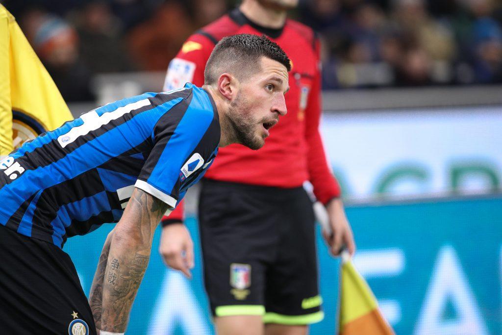 Scoppia il caos in casa Inter: avete visto i parastinchi di Biraghi?