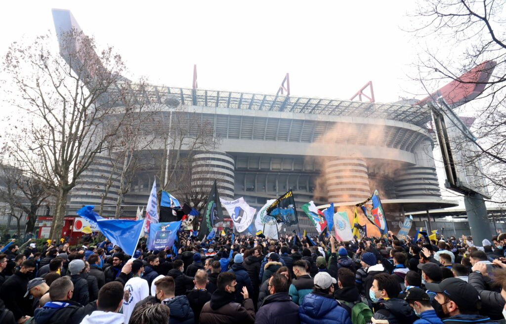 Tornano i tifosi allo stadio: come accedere agli impianti