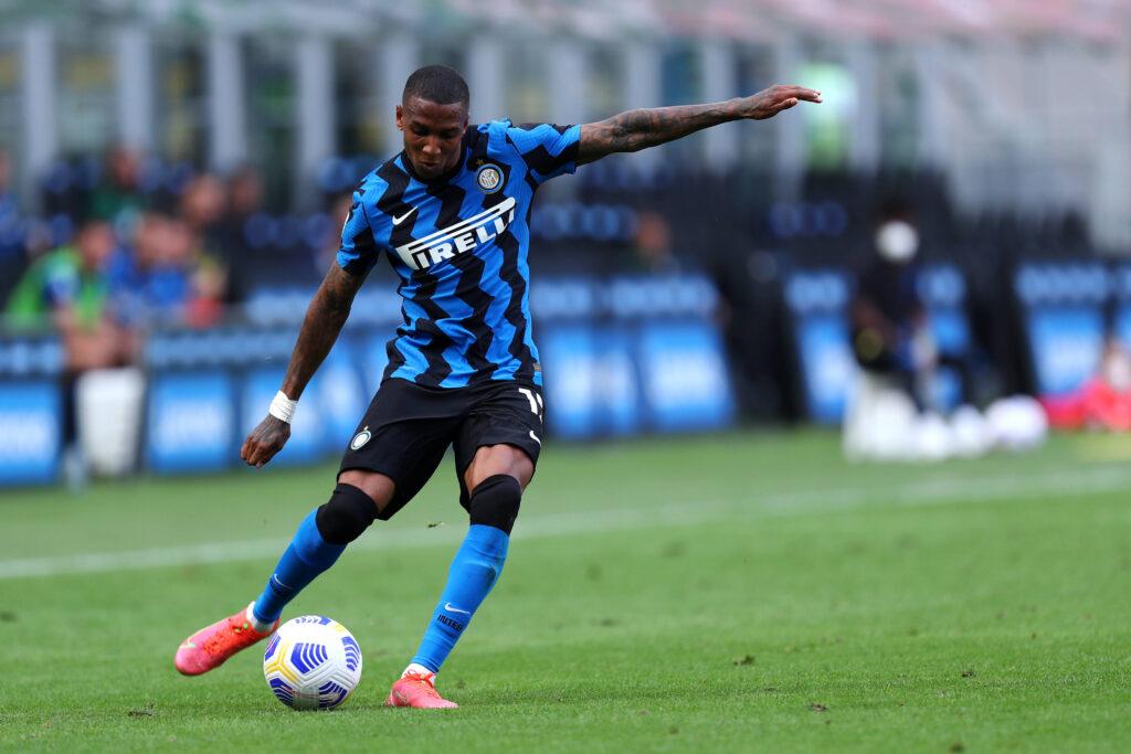 L'Inter vorrebbe trattenere Ashley Young, ma la decisione spetta al giocatore